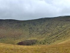 Colton Crater: It may not look like it, but that is an 800 ft. climb to the right.