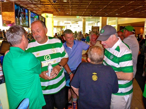 Joe Miller (back to camera) talking to Seamus, Wee Man and Peter. Andy from Phoenix, on the right, in green cap.
